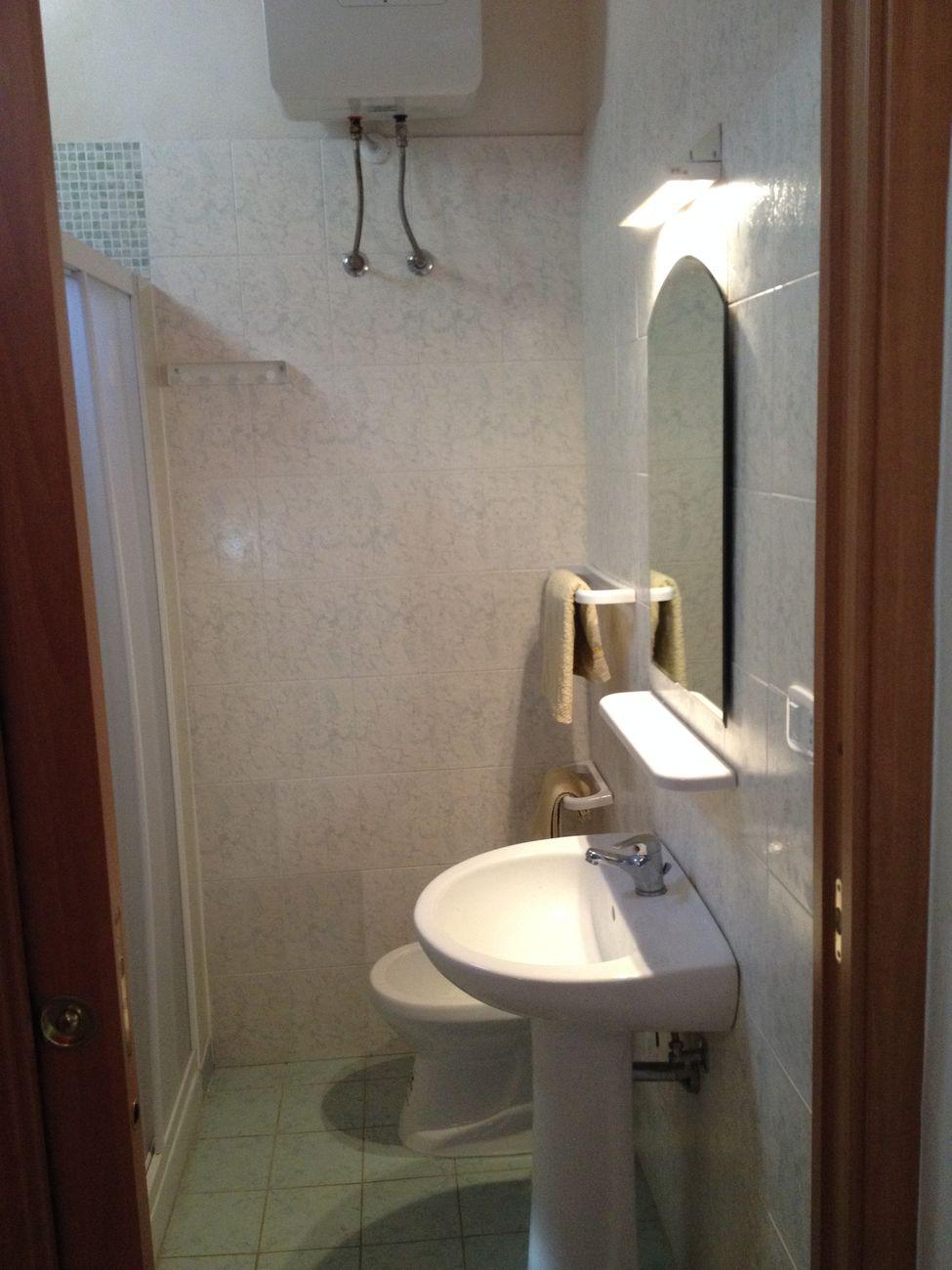 fernseher badezimmer die besten badewannen ideen auf pinterest traumhafte badezimmer badewanne. Black Bedroom Furniture Sets. Home Design Ideas